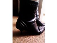 TRULY LOVELY ALL QUALITY BLACK LEATHER MADE IN ITALY ORIGINAL BERTIE ANKLE BOOTS