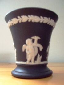 Wedgwood Black Jasperware cherub 4 seasons posy/flower vase. Excellent condition. £15 ovno.