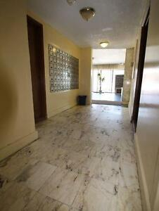 Great Parc Extension location minutes from Metro and amenities