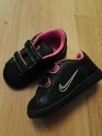 Girls nike trainers 5.5
