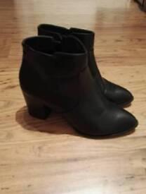 Ladies boots size 6