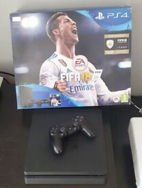 PS4 Slim Fifa Bundle, with box and Dualshock V2 contoller - Perfect
