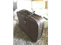 Stunning Vintage 1960/70s Brown Large Leather Carry Suitcase