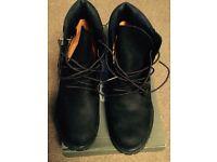 Women's size 6 timberland black 6 inch premium boots.