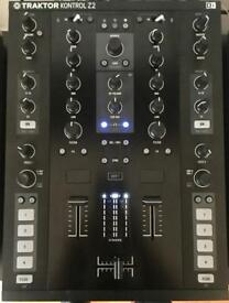 Traktor Kontrol Z2 with 2 x Timecode Vinyl/CD and Traktor Scratch Pro License