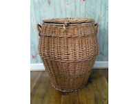 Wicker Basket with Lid: Suitable for Laundry or Storage