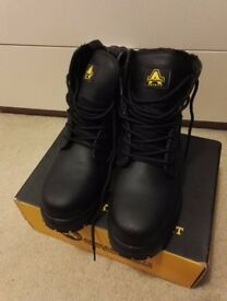 Security boots size 8 (EUR 42)