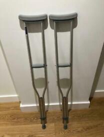 Underarm adjustable crutches