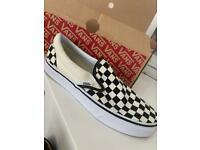 Vans classic slip on checkered style