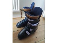 SALOMON SKI BOOTS. VERY WARM AND COMFY, SIZE 24.5(I am shoe size 5). SUIT BEGINNER/NOVICE