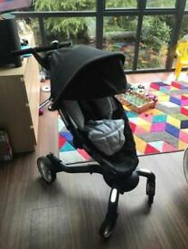 4 Moms Origami Puschair with carrycot