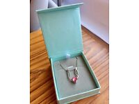 BRAND NEW* WITH BOX* BEAUTIFUL PINK HEART NECKLACE WITH WINGS/ DELICATE SILVER CHAIN