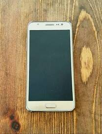 Samsung Galaxy J5 mint condition! Gold. unlocked. 16mp. dual sim.