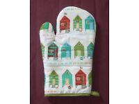 Beach hut oven glove