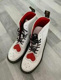 Dr martens Bentley heart leather boots size 5