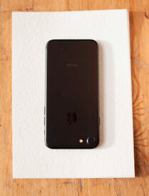 Iphone 7 32gb mint condition, very very new with box and Acessories