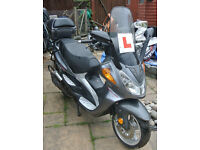2 x Branson Boulevard 125cc Scooters - 1 unregistered
