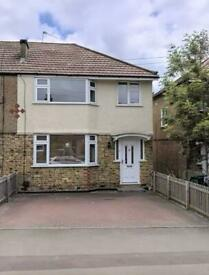 Beautiful 3/4 Bedroom House with Garden in Excellent Location