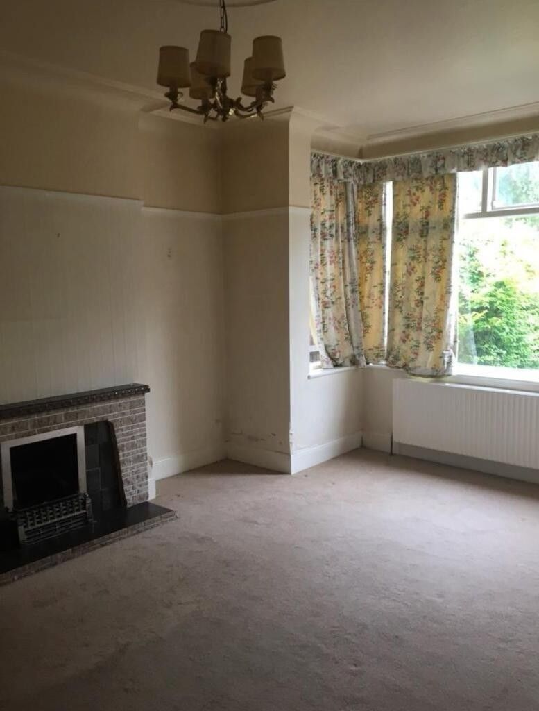 THREE BEDROOM HOUSE IN BARKING - 07762 232 032