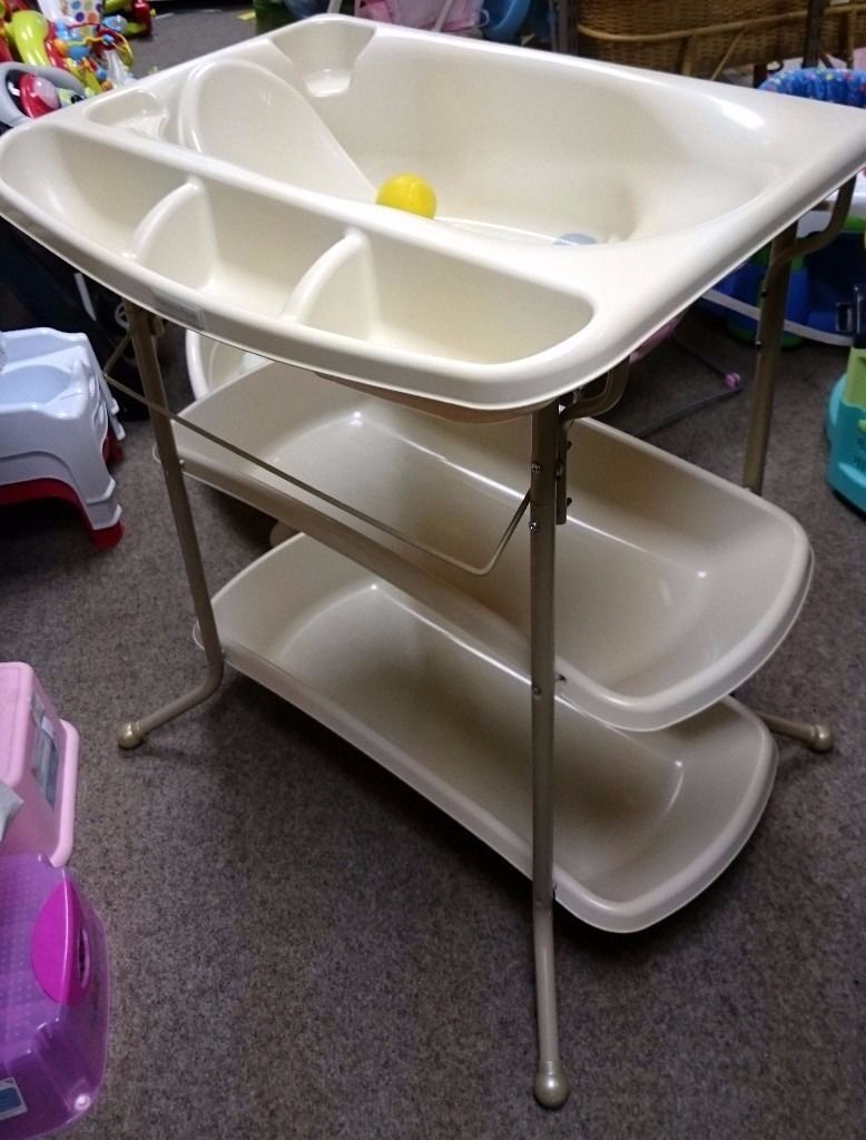 Mamas & Papas Changing Table with Bath and Shelves on Wheels