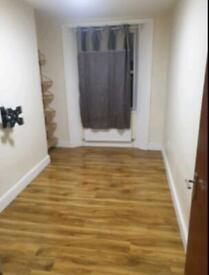 2 bedroom flat in Goldhawk Road, Shepherds Bush