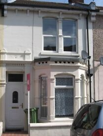 3 bed unfurnished house. Great location, 1 bathrooms, 2 reception rooms. double glazing and gch.