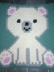 Crochet polar bear baby blanket