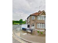 Twin room to be shared with a female at Dollis Hill