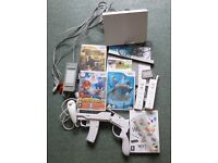 Wii Console + 5 Games, 2 controllers, 2 nunchucks and gun case