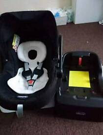 Chicco car seat and autofix Base