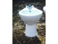 Bidget white with taps in very good condition