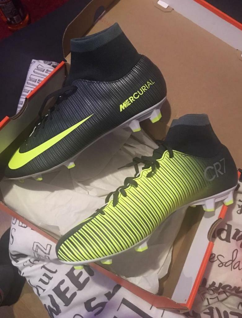 Men's football boots size 9.5