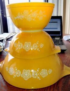 PYREX BOWLS - YELLOW AND WHITE, FLORAL PATTERN - Nice Set of 5