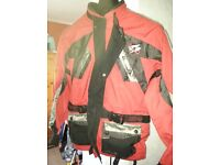 MENS LARGE SWIFT ALL WEATHER MOTORBIKE JACKET WITH BUILT IN ARMOUR
