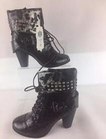 Lydc boots size 7