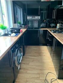 Black gloss kitchen doors