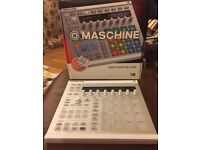 Maschine MK2 (MkII) Native instruments controller with Komplete select and desk saver