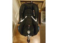 MAXI-COSI Cabriofix car seat and easy fix base