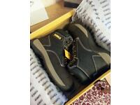Safety shoes size 7