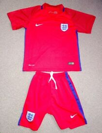 England away football kit/strip shorts & shirt immaculate size 22 or age 6-7 years
