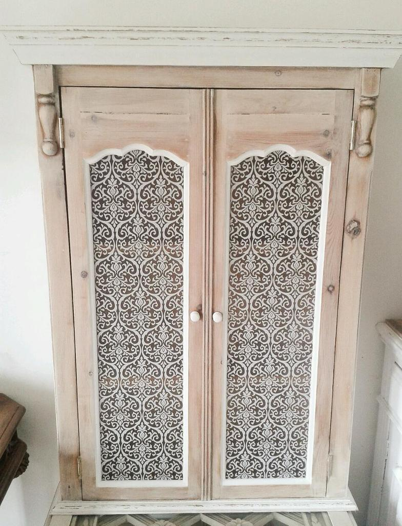 Large stripped solid pine kitchen bathroom wall cabinet for Kitchen cabinets gumtree