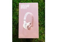 BRAND NEW SPECIAL EDITION ROSE GOLD BEATS SOLO 2 WIRELESS HEADPHONES (UNOPENED)