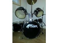 Drum kit. Junior (Tiger)