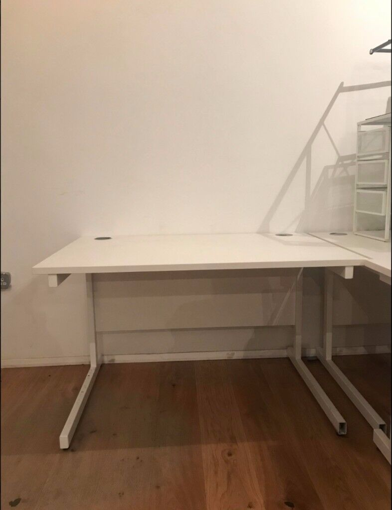 12x White Office Desks Good Condition Ing At 60 Off Rrp