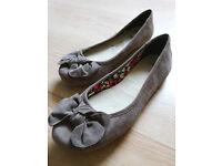 Clarks Size 6 Ladies Shoes