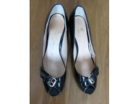 Women's Black Patent Shoes. Size 7