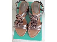 Ladies Clarks Sandals size 7 E bronze