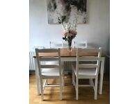 Lovely family table & 4 chairs.