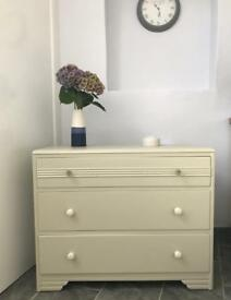 🌟 Vintage Chest of Drawers 🌟