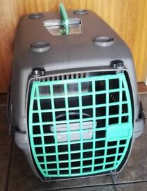 GREY PLASTIC PET CARRIER TRANSPORT BOX SUITABLE FOR CATS & DOGS RODENTS H. 13 in W. 12 in L. 21 in